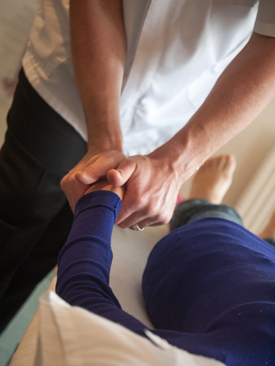 片頭痛はカイロプラクティックで治療?偽手技が示すプラセボ効果